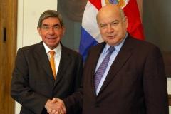 El Presidente Oscar Arias de Costa Rica interviene ante el Consejo Permanente de la OEA. President Oscar Arias of Costa Rica addresses the OAS Permanent Council.Fecha: 05 de diciembre, 2006Lugar: Washington, DCFotos: Juan Manuel Herrera - OAS/OEA Website OEA: http://www.oas.org