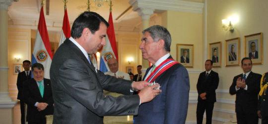 Gobierno de Paraguay condecoró al Jefe de la Misión de Observación Electoral de la OEA